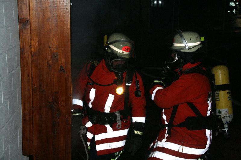 """""""brennendes"""" Sportheim sorgt für Feuerwehreinsatz"""