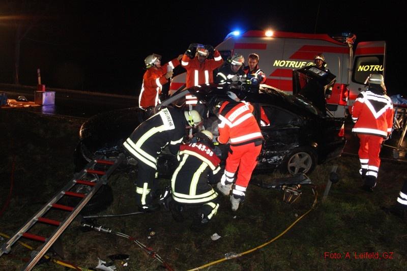Verkehrsunfall mit eingeklemmter Person auf B6