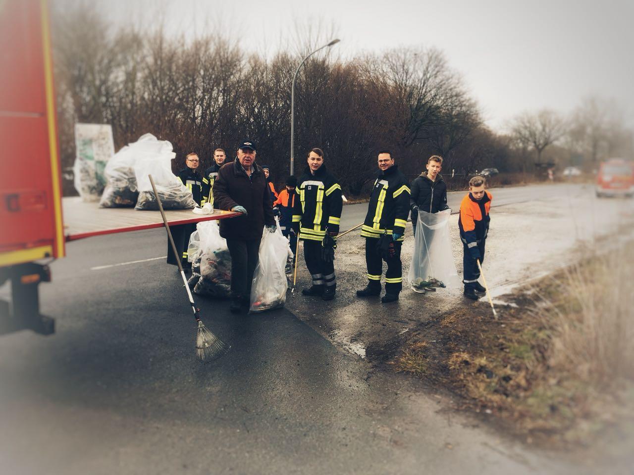 """Feuerwehr beteiligt sich am """"Dreckweg Tag 2018"""""""