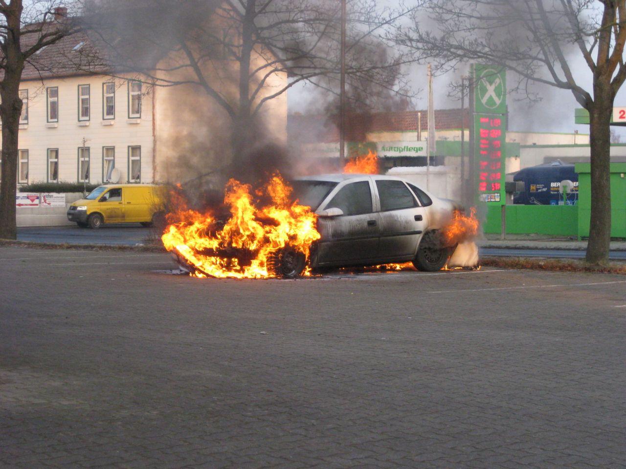 Fahrzeug brennt im Ortsteil Posthof