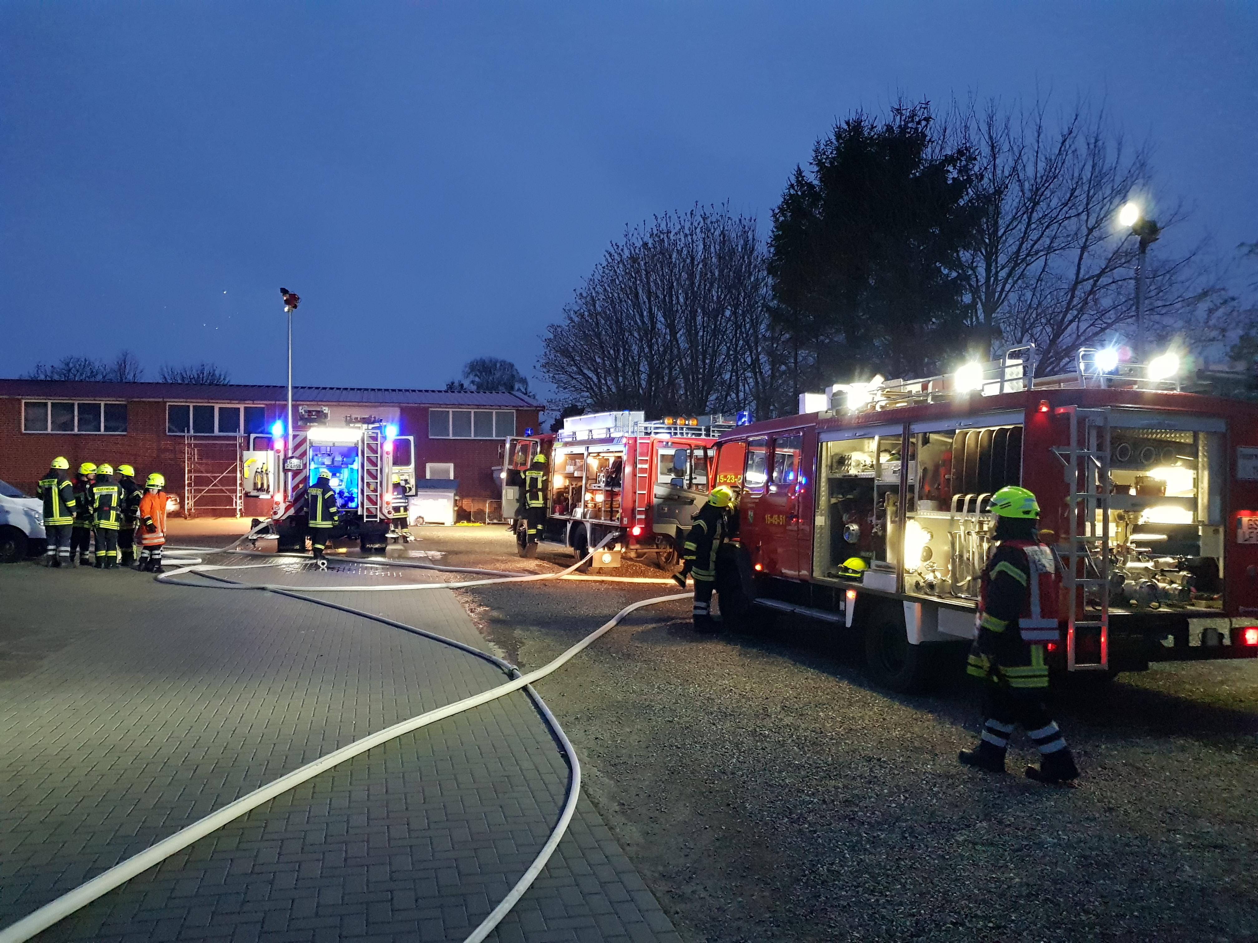 """Gemeinsamer Dienst mit der Feuerwehr Klein Döhren und dem Löschzug """"15 West"""""""