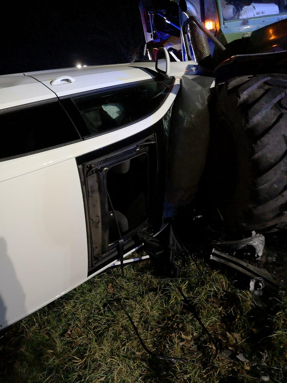 Verkehrsunfall auf der L 500, PKW prallt gegen Traktor
